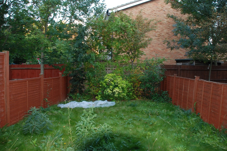 Small back garden designs home design for Back garden design ideas