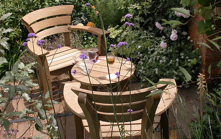 Beautiful oak garden furniture by Gaze Burvill  Lisa Cox Garden