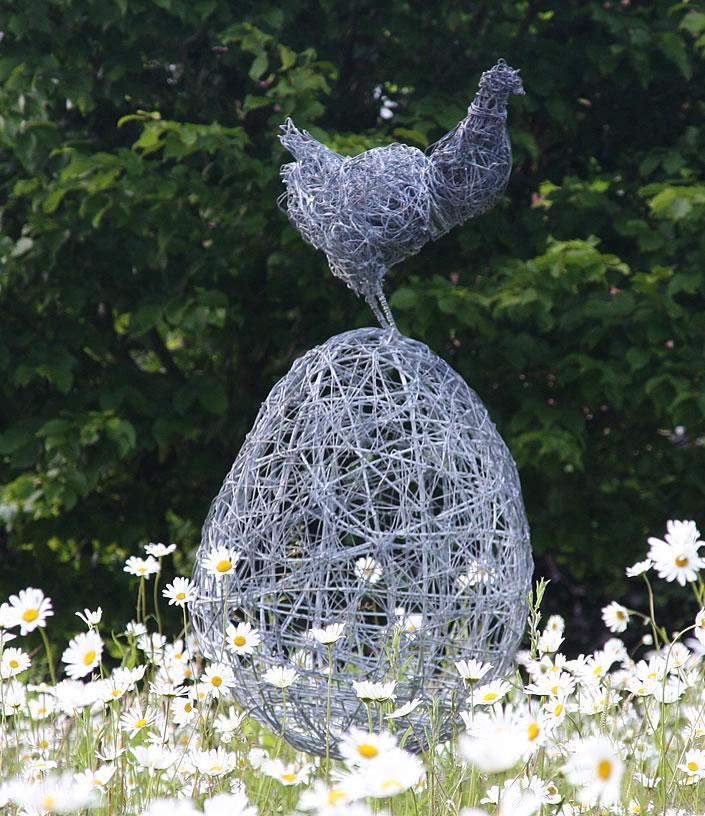 Wire garden sculpture by rupert till lisa cox garden for Chicken wire sculptures uk
