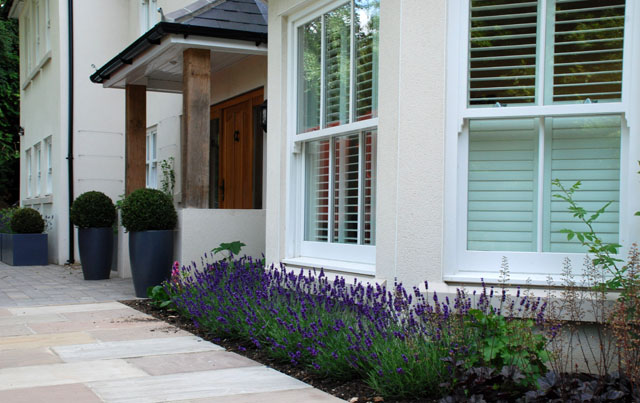 Planting ideas for front of house uk pdf for Front garden designs uk