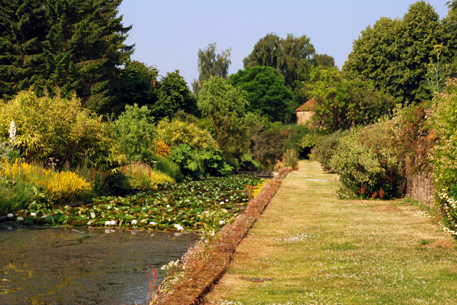 The long water at Loseley Park Lisa Cox Garden Designs
