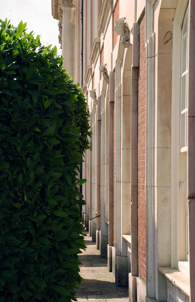 Hampton Crt palace Lisa Cox Garden Designs