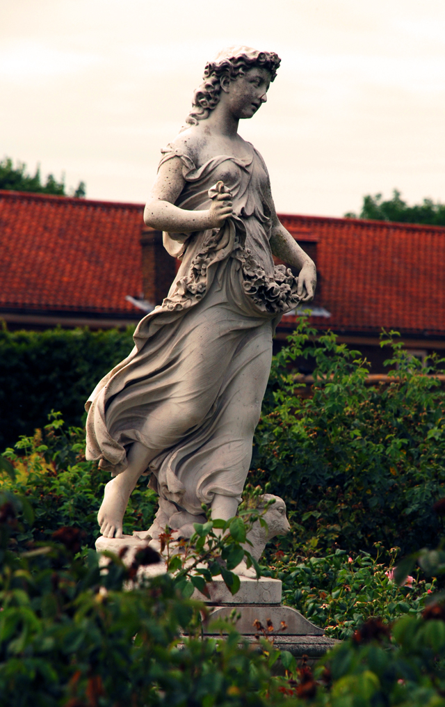 Statue in the Rose Garden at Hampton Court palace Lisa Cox