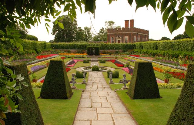 The Pond Garden at Hampton Court Palace Lisa Cox