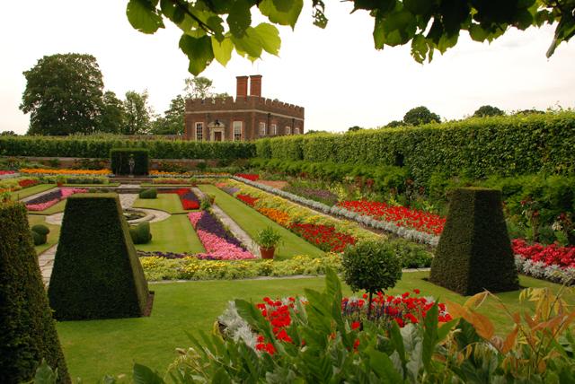 The pond gardens at Hampton Court Palace Lisa Cox