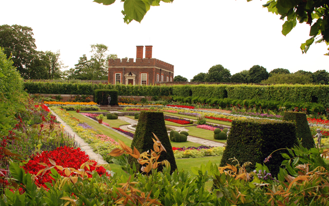 The pond gdns at Hampton Court Palace Lisa Cox
