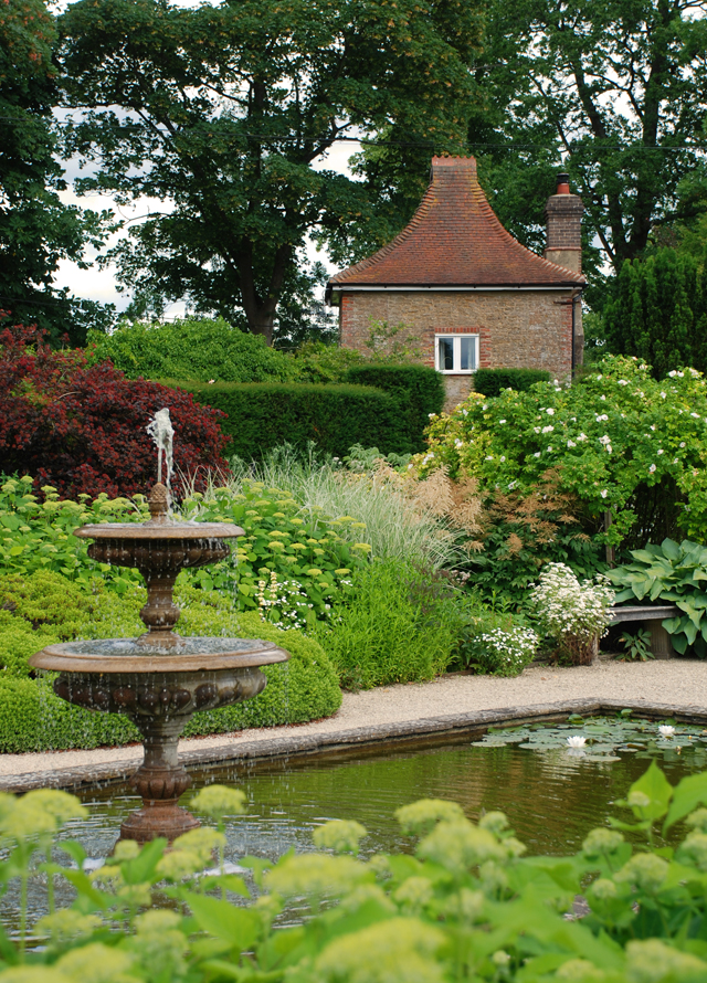 The White Garden fountain at Loseley Park Lisa Cox Designs