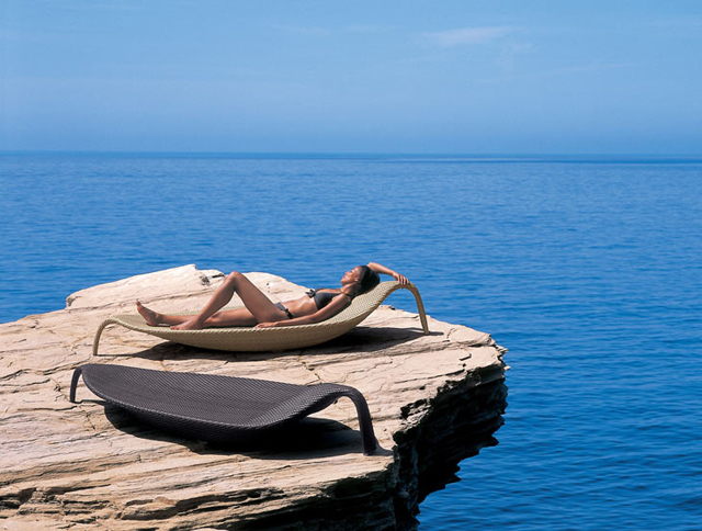 Leaf lounger by Dedon