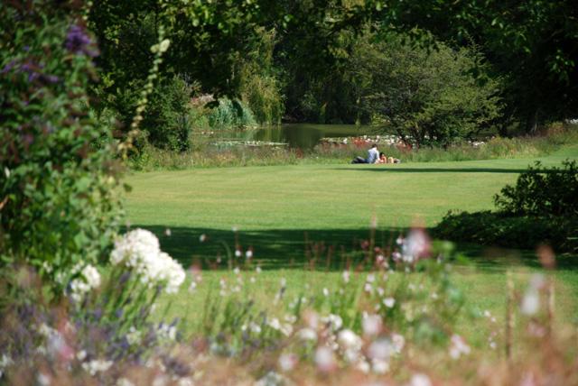 Picnicing at Glyndebourne Lisa Cox Garden Designs - Copy