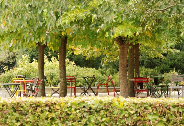 Alfresco dining at Hotel Villa Augustus Lisa Cox Garden Designs
