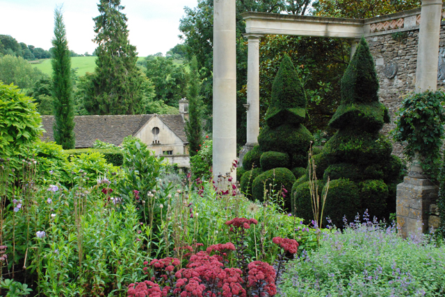 Formal Peto Garden at Iford Manor Lisa Cox Designs