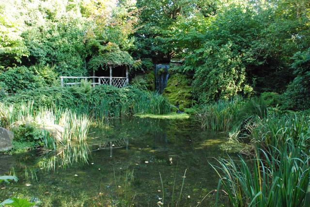 Sunken garden at Hampton Court Castle Lisa Cox