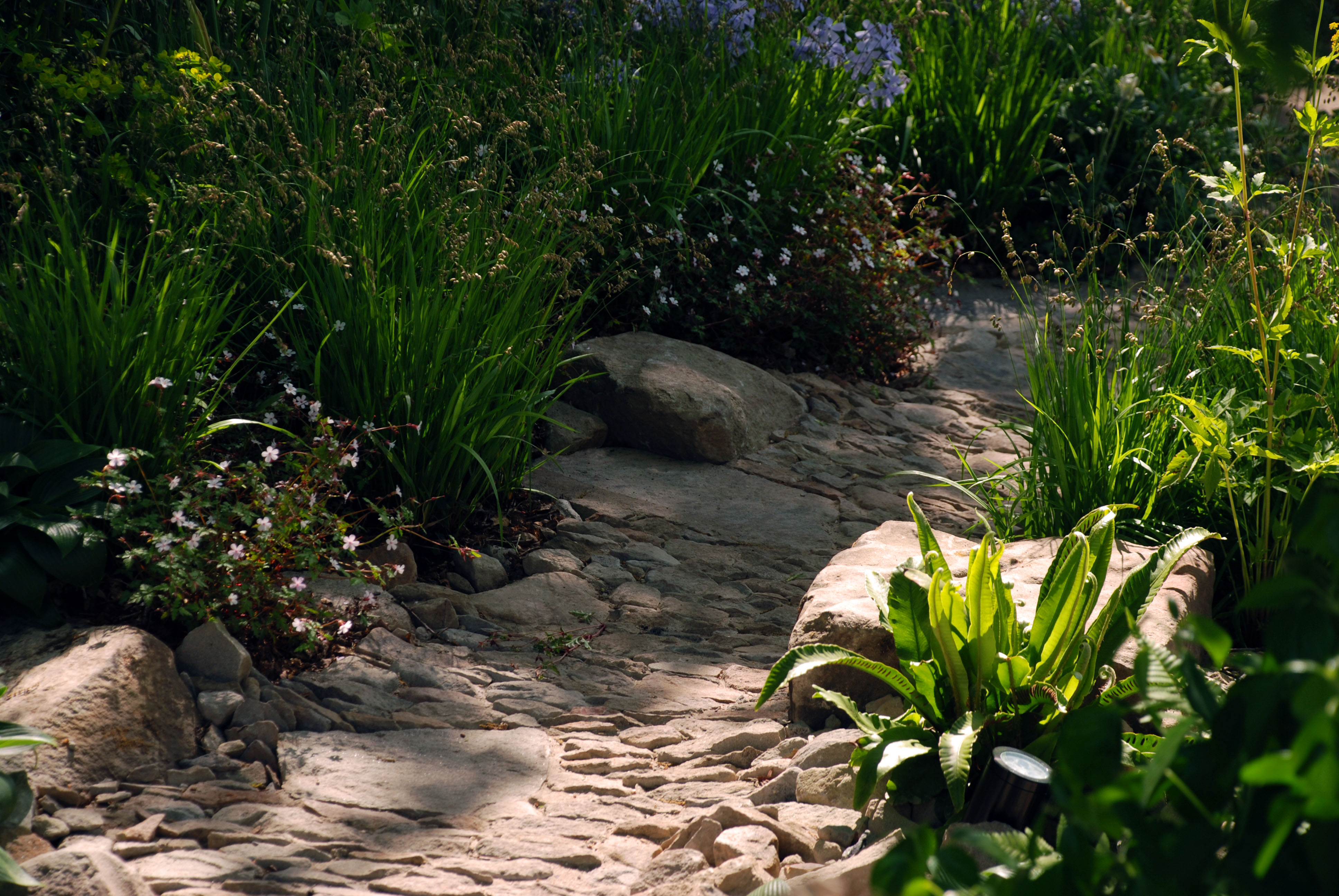 Cobbled pathway M&G Garden RHS Chelsea 2016 Lisa Cox