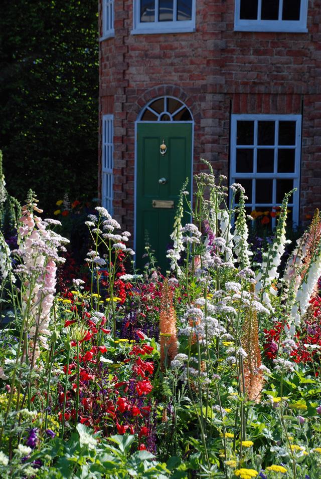 Planting in The Harrods Garden RHS Chelsea 2016 Lisa Cox
