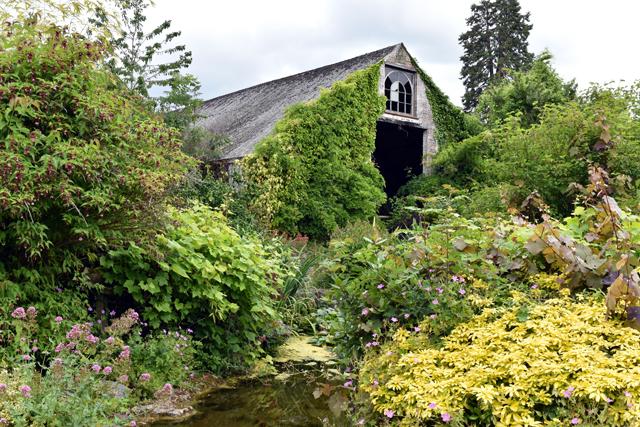 Gravel garden at Dewstow Lisa Cox