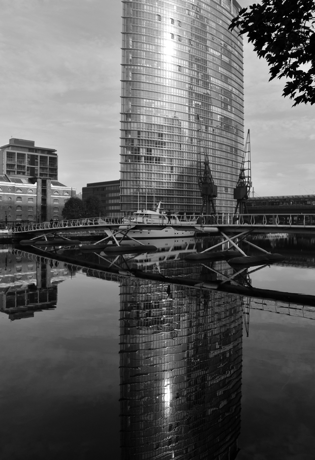 reflections-in-south-dock-canary-wharf-lisa-cox