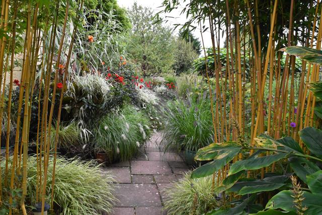 sunken-terrace-at-barn-house-garden-lisa-cox-designs