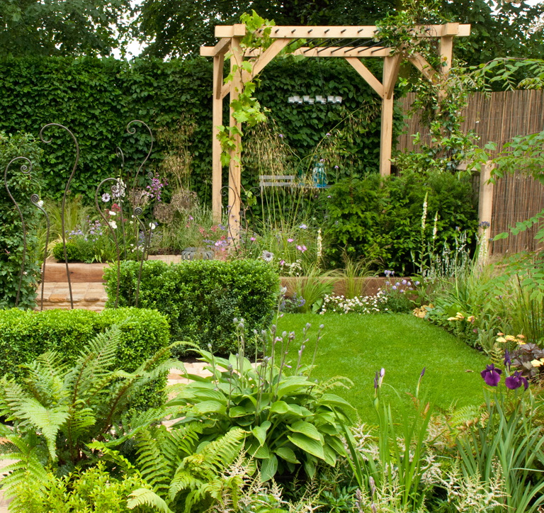 A compomising situation garden Hampton Court 2012