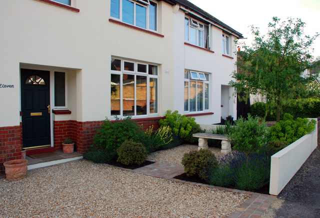 Front garden design tips 5 ways to keep it simple lisa for Small front garden designs uk
