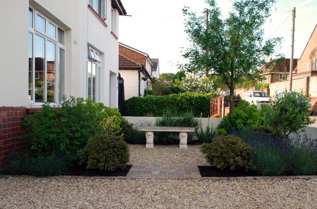 Lisa Cox Garden Designs - Front Gdn Leatherhead