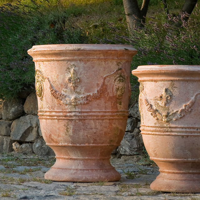 fabulous french pots by poterie le ch ne vert lisa cox garden designs blog