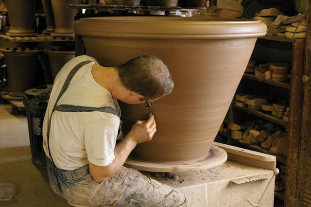 Bespoke terracotta pots lisa cox garden designs blog for Handmade pots design