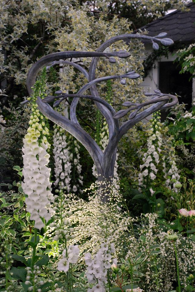 White garden Hilliers RHS Chelsea exhibit 2014 Lisa Cox