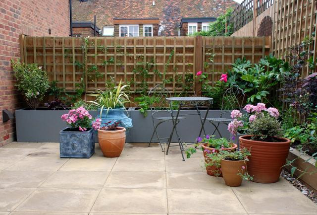 Bletchingley courtyard garden Lisa Cox Designs