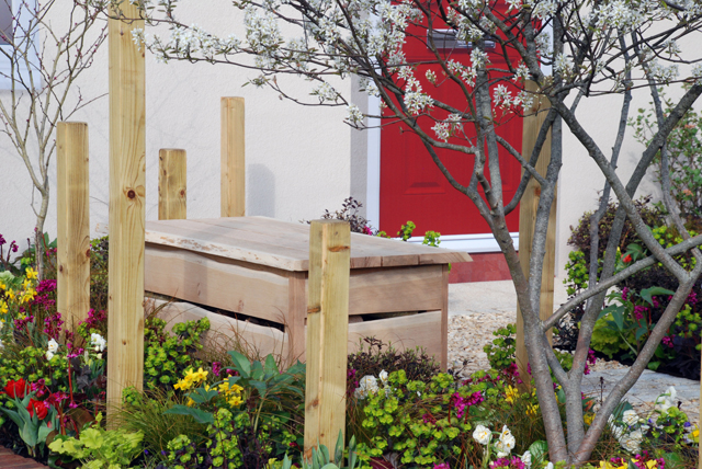 Oak bench Victoria Park Mazda A Front Garden designed by Lisa Cox Cardiff 2015
