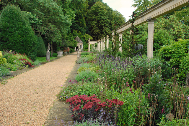 Peto garden herbaceous border Lisa Cox Designs