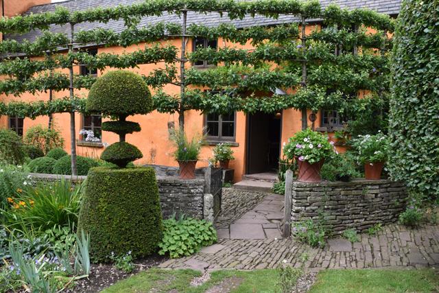 Medieval house Allt-y-bela Lisa Cox