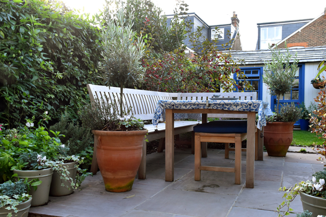 seating-area-in-courtyard-garden-lisa-cox-designs