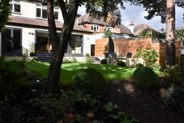 slope-with-rubber-mulch-lisa-cox-garden-designs