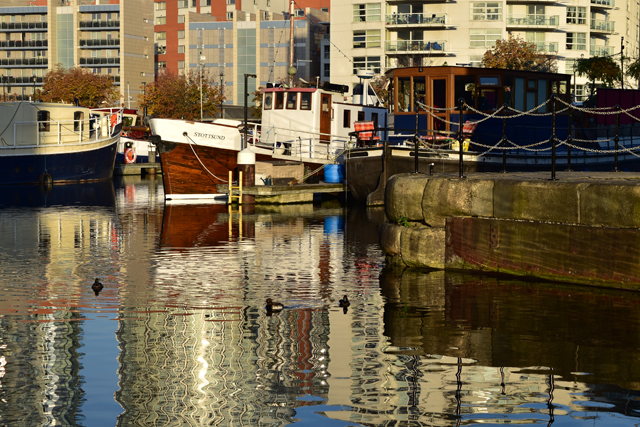 reflecting-boats-at-canary-wharf-lisa-cox-garden-designs