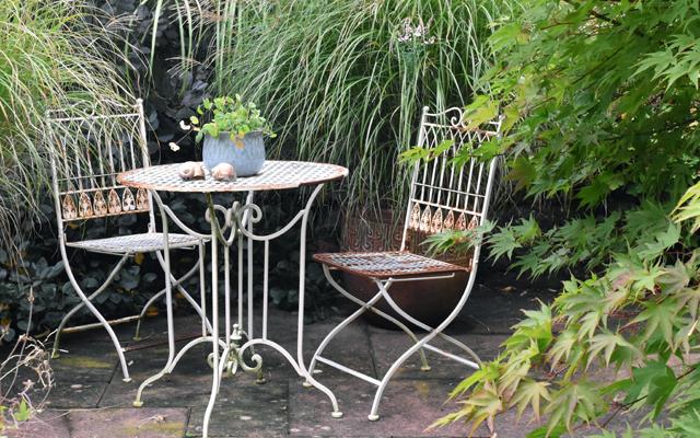 bistro-table-chairs-barn-house-garden-lisa-cox